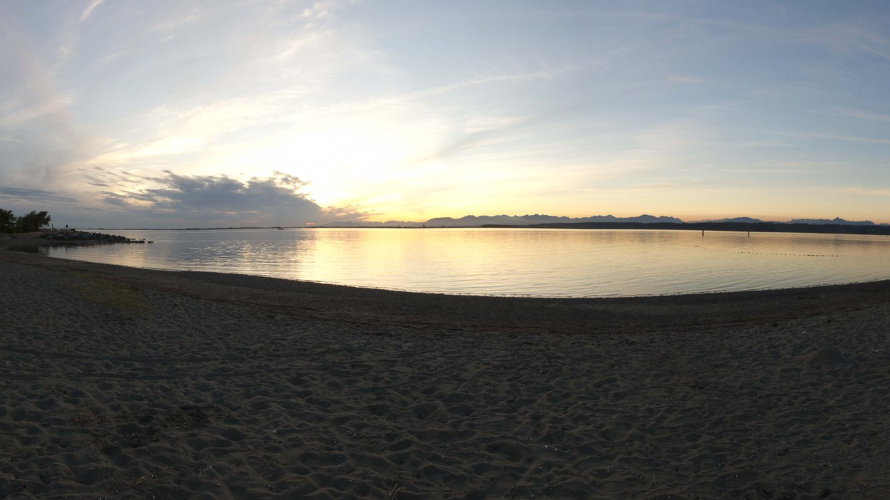 We shot our last scenes of the day at beautiful Crescent Beach. The city was very accommodating when it came to letting us use these locations, so thank you to the wonderful people over at the City of Surrey!